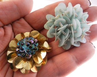 Mythical 60s large eye-catching pair of earrings covered with sequins and seed glass beads - large flower and puffy effect - Art. 526/2 -