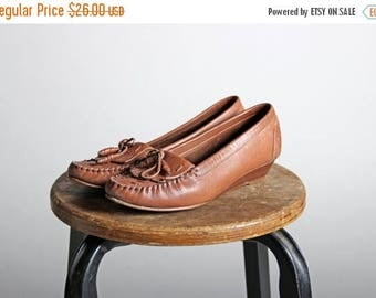SALE Vintage Kitten Wedge Moccasins- Slip On Moccasin Brown Heel Wood Leather Shoe Causual 1970s Shoes Leather Sandal - Size 6 Medium
