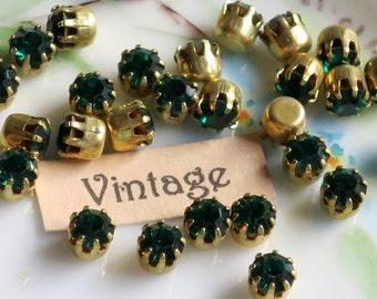 Vintage 4mm Swarovski Rhinestones Emerald 8 Prong Pronged Setting Lot Beautiful Gold Plated High Set Princess. #712B