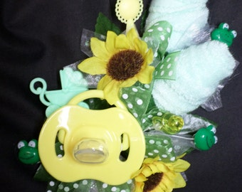 Frog Themed Green And Yellow Baby Shower Corsage - Pin On Floral Corsage - Pacifier and  Washcloths corsage - Baby Shower Items