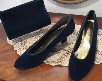 "Vintage 1980s Midnight Blue Velvet ""Fling"" Evening Pumps and Matching Purse, Size 6 1/2"