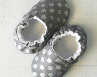 Baby shoes for girls, toddler girl shoes, crib shoes, silver polka dots, newborn girl shoes, baby shower gift, polka dot booties