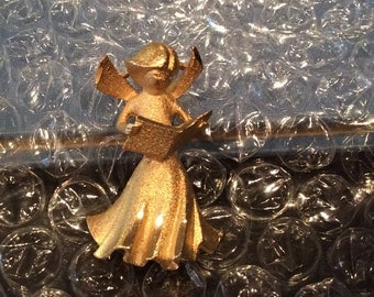 Vintage Goldtone Singing Angel Brooch, Caroling Angel, Angel Pin, Choir pin Christmas pin, Christmas Angel