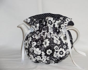 Pretty Black & White Reversible 6 Cup Teapot Cozy