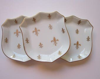 3 vintage nut dishes - cartouche shaped dishes with fleur de lis pattern - Ardalt Japan 7172- gilt decoration - trinket dishes, ring dish
