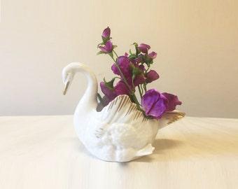 Swan planter, vintage planter, white swan vase, vintage swan, vintage swan planter, home decor, ceramic swan, swan decor, indoor planter