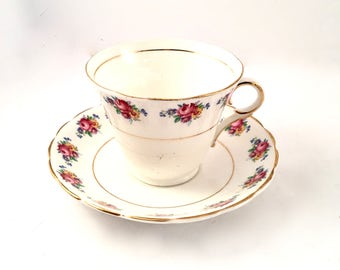 Fine bone china Colclough teacup petite roses / shabby chic floral teacup