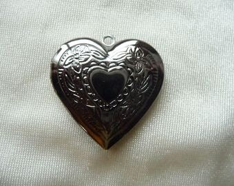 Locket, 29x27mm Brass Heart Locket.  Pack of 1.