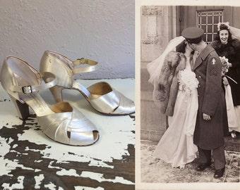 War Time Bride - Vintage 1940s Ivory Satin Wedding Evening High Heels Pumps Shoes - 8