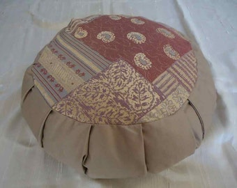 Zafu Meditation cushion in a Beautiful Paisley Quilt pattern in Lavender and beige!