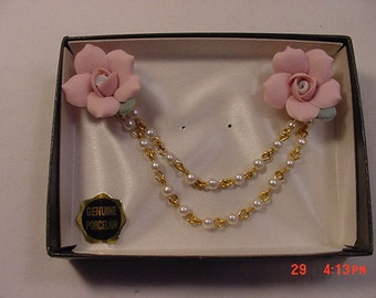 Vintage Genuine Porcelain Flower Blossom & Faux Pearl Joined Scatter Pins In Original Box  16 - 894