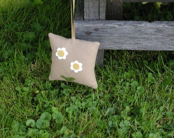 Primitive Daisy Cupboard Hanger Daisy Pillow