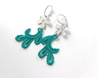 Emerald green earrings, lace earrings, silver flower green earrings, long earrings