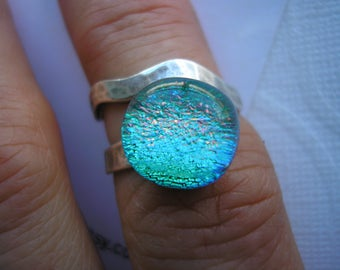 Emerald Green Ring with Coral Highlights, Dichroic Fused Glass, Hammered Sterling Silver Ring, Adjustable Ring, Contemporary Wrap Ring