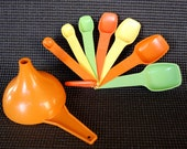 Vintage Tupperware Measuring Spoons in Mixed Mod Colors Full Set of 7 PLUS Funnel, Good Condition in Citrus Colors Orange, Yellow, and Green