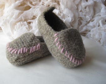 Taupe Wool Crochet Felted Moccasin Baby Bootie, Sizes S M L,  Made to Order, Top Stitched Pink, Babies First Loafers, Baby Toddler Moccasins
