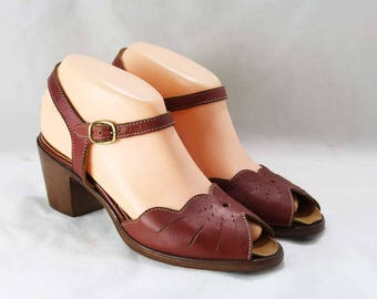 Size 7 Sandal - Peep Toe 30s Style Sandals - 1970s Shoes - Deco Inspired Slingback Heels - Brown 70s Dexter Shoe - 70's Deadstock - 46606-8