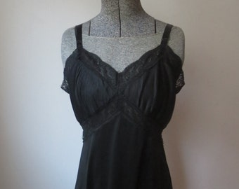 Vintage '60s Charmode Sears Roebuck Jet Black Accordion Lace Full Slip, 34