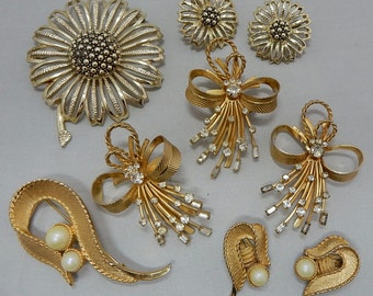 3 SARAH COVENTRY Signed '60s Brooch & Clip On Earrings Sets Lot    OV41