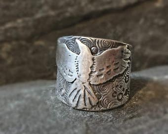 Raven Ring, Made to Order, Sterling Silver, Wide Saddle Style Ring w Flying Raven, HandMade, Nature Lover Gift, Crow, Goth Ring, Wide Band