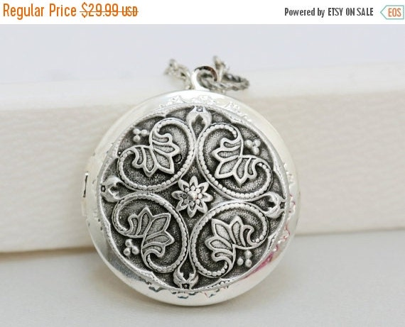 ON SALE Silver Locket,Locket,FlowerJewelry Gift,,Filigree Leaf,Locket Necklace,Wedding Necklace