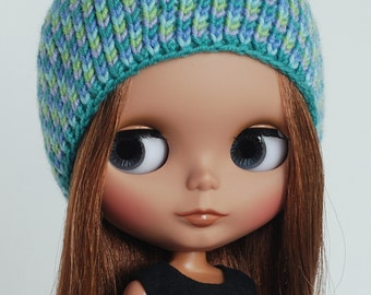 Seaside - knitted hat for Blythe with mosaique pattern