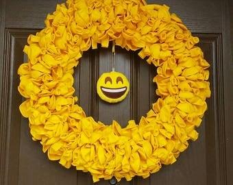 "20"" Emoji Yellow Balloon Wreath"