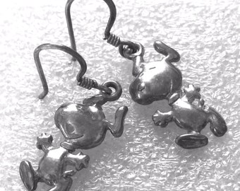 Vintage Sterling Drop Earrings Snoopy Peanuts Gang UFS United Features Syndicate  (88.448.EE)