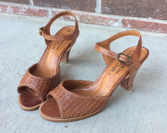 Deadstock vtg 70s brown leather WOVEN peep toe QUALICRAFT SANDALS wood 7 heels boho shoes hippie festival nwt