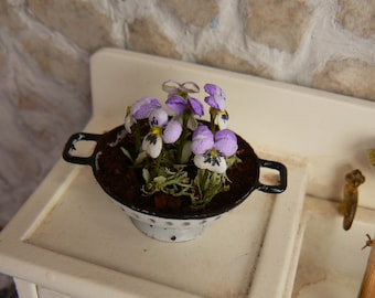 Colander with flowers for dollhouse - Miniatures - Scale 1:12