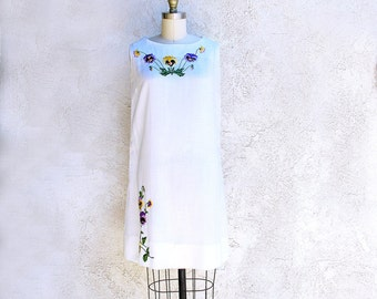 Vintage 60s White Embroidered A line Shift Mod Dress