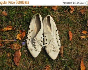 SALE White Leather Cut Out Shoes Vintage 70's pointed toe flats UK5 EU38 Us7.5