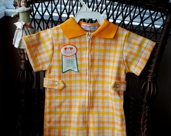 Sweet vintage 70s cotton blend, baby boy body suite-romper with orange and yellow square  print. Made by Health tex. 12m. Mint condition.