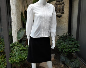Vintage 1980's Lanz Originals White Blouse with Lace Collar - Size 3/4