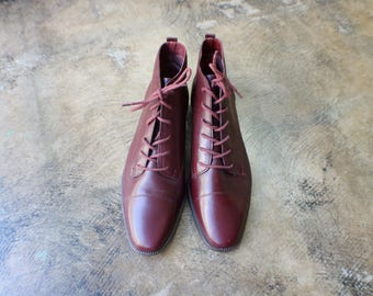 8 B / Merlot Ankle Boot / Vintage Leather Lace Up Boots / Women's Shoes