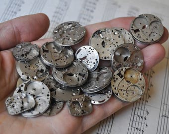 0.5-0.9 inch Set of 20 vintage wrist watch movements.