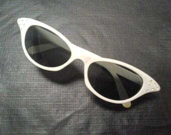 Vintage Cat-Eyed Styled Women's Sunglasses Cruisin USA