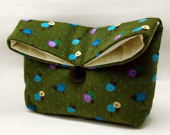Foldover clutch, Fold over bag, clutch purse, evening clutch, wedding purse, bridesmaid gifts - Small flowers on green (Ref. FC70 )