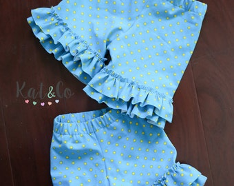 Double ruffle knit shorts in teal and yellow.  Size 2 and 4 left!