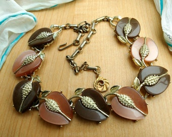 Lovely Vintage Lisner Brown Apples Fruit Necklace Two Toned Lucite Thermoset Mid Century