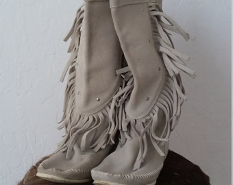 Fringed studded vintage almost new Minnetonka boots bohemian hippie size 7