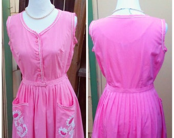 Vintage 1950s 50s Pink Day Dress House Dress Belt Daisy Pleated Skirt Small S Rockabilly VLV CAROL Brent