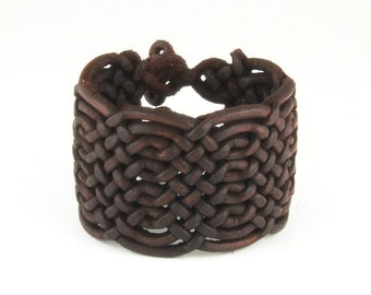 Special braided leather bracelet with toggle closure (SZA15)
