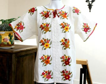 Embroidered mexican top,Undyed Manta,cotton blouse,Multicolor flowers,hand Embroidery,Boho shirt,bohemian Tunic,floral,pleated,Women,size L.