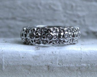 Sweet Floral Vintage 14K White Gold Diamond Wedding Band.