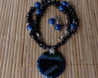 19 Inch Black and Teal Blue Agate Onyx Round Pendant Beaded Necklace with Earrings