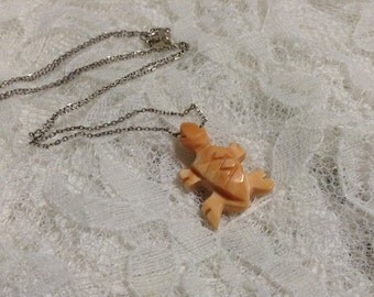 Vintage Queen conch shell hand carved 1 inch peach salmon conch turtle tortoise pendant necklace on a 19 inch sterling chain