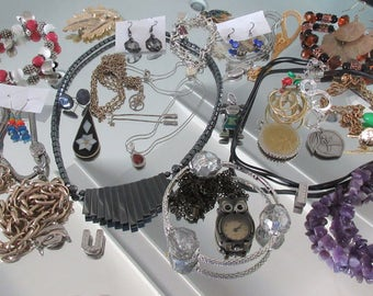 Mixed Lot (jlot13) ~ WEARABLE COSTUME JEWELRY ~ Mixed Metals / Stones
