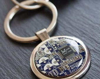 Large keychain with circuit board, unique gift for him, custom color, groomsmen gifts, bestman gift