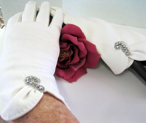 White Rhinestone Gloves - Signed Dawnelle - 100% Cotton - Made in USA - Size 6 1/2